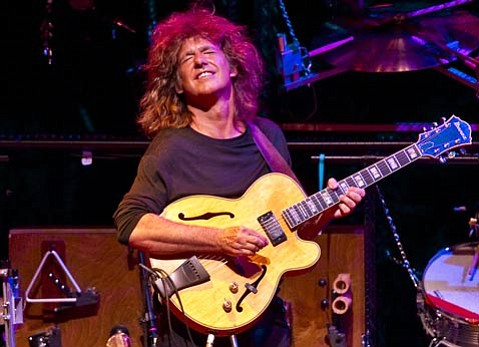 Grammy winner Pat Metheny played an awe-inspiring, technologically dazzling one-man show at Campbell Hall last Tuesday.