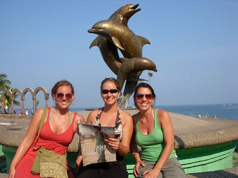 From left, Molly Holveck, Lynne Simpson, and Sarah Holveck.