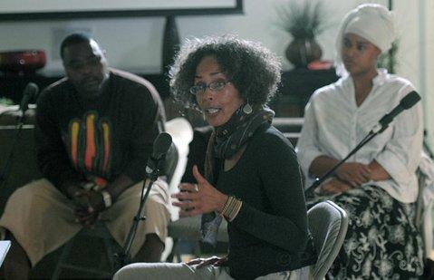Fania Davis (center)
