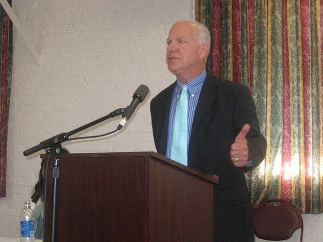 Santa Barbara immigration attorney Arnold Jaffee speaks on immigration law during Wednesday afternoon's forum.