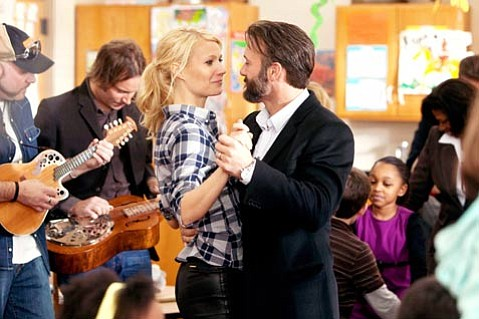 Gwyneth Paltrow and Tim McGraw star in <em>Country Strong</em>.
