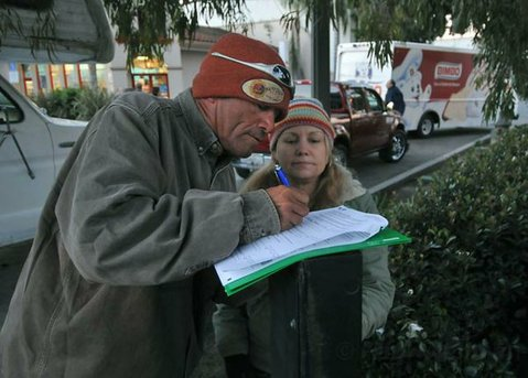 Jerry fills out the survey for volunteer Lisa Bidlow