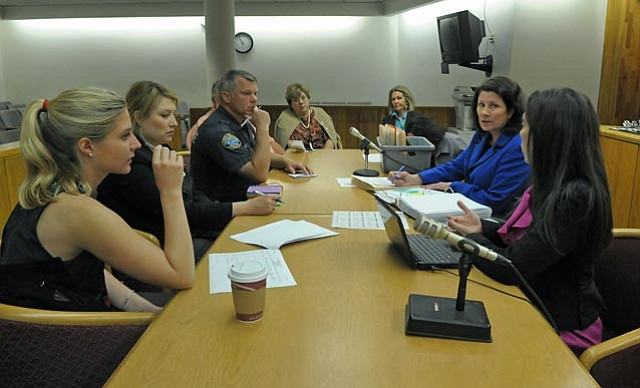 At a pre-court meeting, representatives from the law enforcement, legal, public defense, and mental health fields brainstormed ways to get chronic minor offenders, usually homeless, to change their lifestyles. 