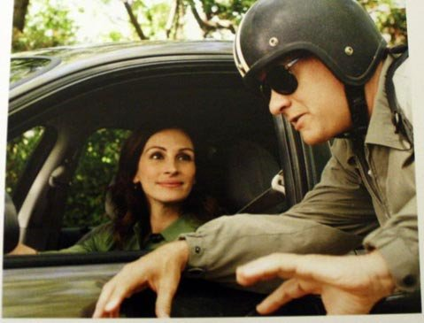 <strong>YOU'VE GOT FAIL:</strong>  Writer/director/star Tom Hanks and costar Julia Roberts can't quite convince as middle-class folks in <em>Larry Crowne</em>.