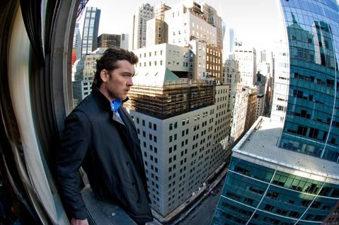 Sam Worthington stars as a cop-turned-con-turned-fugitive in the convoluted heist flick <em>Man on a Ledge</em>.