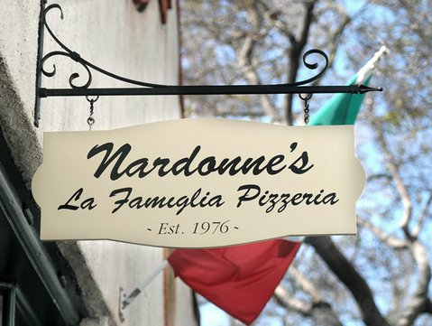 Nardonne's La Famiglia Pizzeria