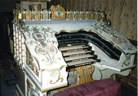 The Wonder Morton was built by the Robert Morton Organ Company of Van Nuys in 1928 for a movie theater in Jersey City
