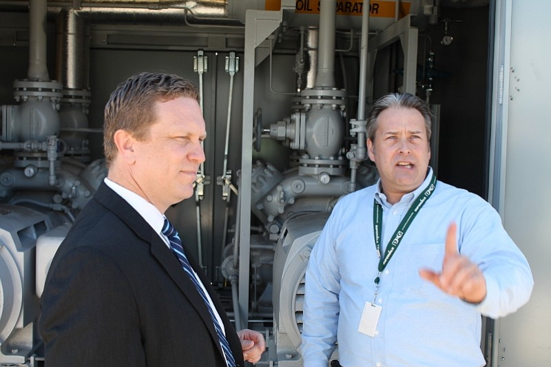David Danielson, U.S. Assistant Secretary of Energy (left), and Richard Heath, Director of Energy Innovations and Projects for Supervalu, at the Carpinteria Albertsons