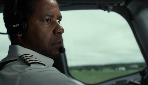 Denzel Washington successfully navigates a turbulent role as a pilot with a drinking problem in Robert Zemeckis's <em>Flight</em>.