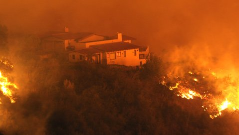 The Tea Fire creeps toward a Santa Barbara home in 2008.