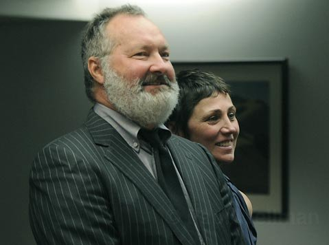 Randy & Evi Quaid at their arraignment in the Santa Barbara County Courthouse (Dec 22, 2009)