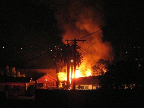East De La Guerra Street fire