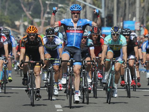 American cyclist Tyler Farrar edges out the pack in Stage 4 of the Amgen Tour