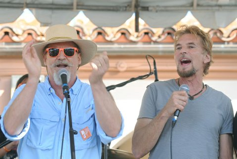 "Jeff Bridges and Kenny Loggins join the bands on stage to sing ""Lean on Me"" during the launch of Santa Barbara's No Kid Hungry campaign"