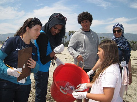 High school students Viridiana Rocha Dannenburg of Oxnard, Reem Eisa of Doha, Qatar, Ghazi Jalal of Saudi Arabia, and Shahina Masood of Pakistan with a young student participating in the Ocean for Life program.