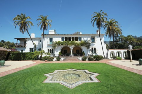 <b>HOUSE OF STYLE:</b> Built in the 1920s, the George Washington Smith–designed Casa del Herrero is a progenitor of S.B.'s trademark red-tiled-roof style.