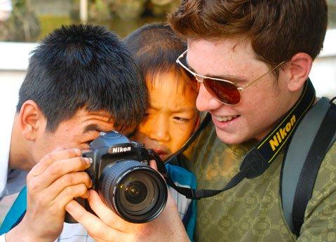 <b>SNAPSHOTS:</b> Santa Barbara students visit Vietnam in <i>Power of a Picture</i>.