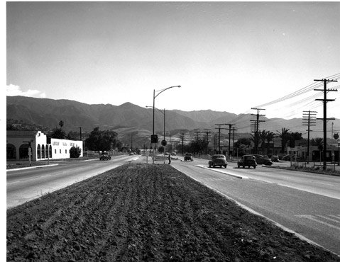 <b>STOP AND SHAVE: </b> Back in the 1950s, traffic on and across Highway 101 was light; but by the '90s, the wait at the infamous Santa Barbara stoplights was long enough to shave or sort your mail.