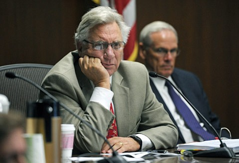 <b>EXPLAIN YOURSELF:</b>  Councilmember Frank Hotchkiss questioned the proposed ordinance.