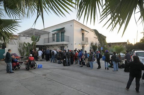 Casa Esperanza starts its winter schedule and makes 200 beds available, up from 100. (January 2012)