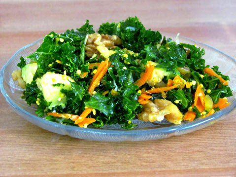 Walnut kale salad