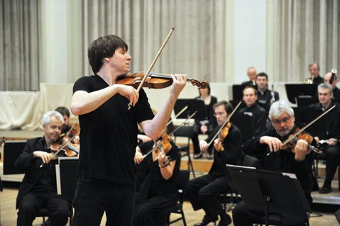 <b>DOUBLE DUTY:</b> Violinist Joshua Bell plays in and conducts this Friday's classical concert from the Academy of St. Martin in the Fields.