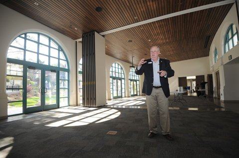SB Zoo CEO Rich Block describes the new Discovery Pavilion.