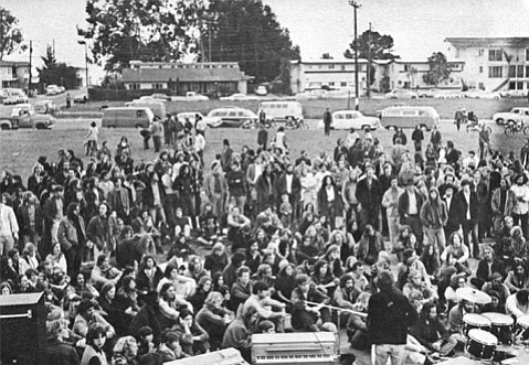 <b>PERFECT PARK:</b>  Gatherings in the 1970s often met where the three Embarcadero streets formed a loop — about 13,000 people lived in I.V. then.