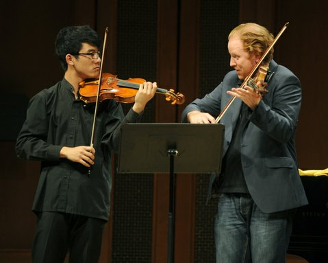Daniel Hope (right) teaches a violin Masterclass at Hahn Hall (July 4, 2014)