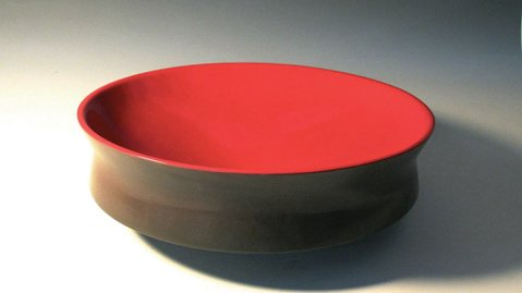 <b>BEAUTIFUL BOWLS:</b>  Miri Mara produces and displays gorgeous modern ceramics at his studio in Carpinteria.