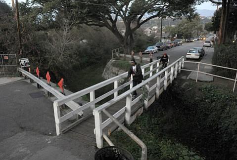 Cacique Bicycle and Pedestrian Bridge