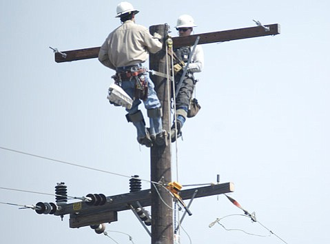 <b>WHICH WIRE? </b> Southern California Edison repair crews worked to restore power after a recent outage.