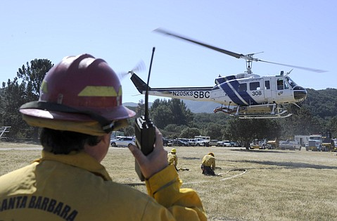 Santa Barbara County Fire department practices refilling water-dropping helicopters at Cachuma lake (April 13, 2015)