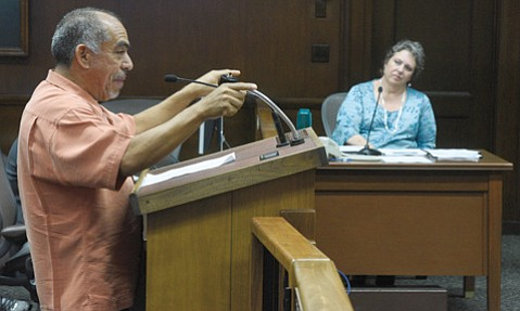 <b>SANDTRAPPED: </b> Restaurateur Mario Medina urged the Parks and Recreation Commission, as well as Director Nancy Rapp (right), to rethink its management plan for Muni golf course.
