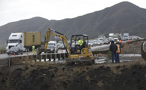 Miles of crawling Highway 101 Southbound traffic merge down to one lane where Caltrans employees work to open clogged median drainage culverts that caused freeway flooding Tuesday morning. (Jan. 5, 2016)