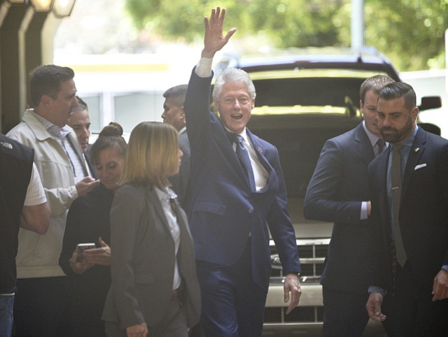 Bill Clinton takes time for selfies and waves to the crowd while leaving at the Canary Hotel in Santa Barbara (March 22, 2016)