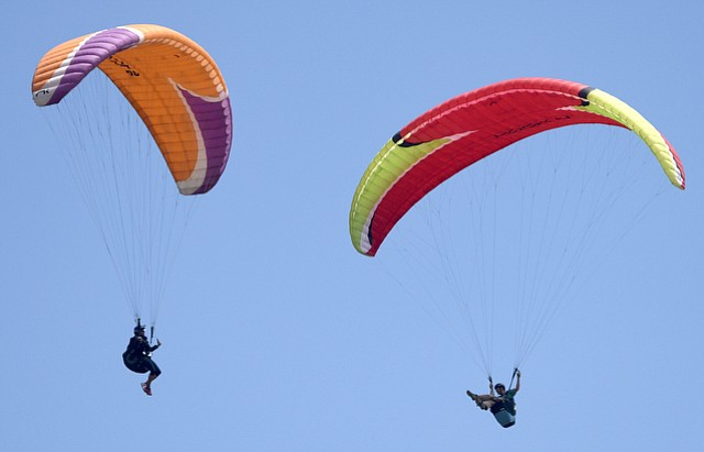 Cancer patients take to the air at Elings Park with help from the founders of Your Next Adventure and Eagle Paragliding (May 12, 2016)