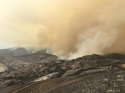 Hundreds evacuated over southern California wildfire