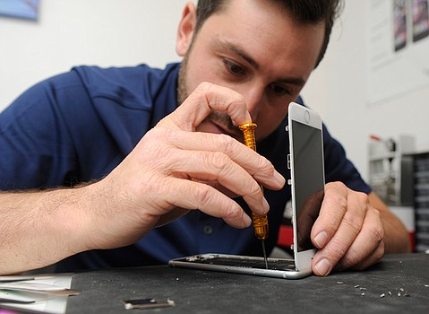 "<b>iHELP: </b> ""Replacing cracked screens makes up the majority of my work,"" says iGeeks' Daniel Guerrera."