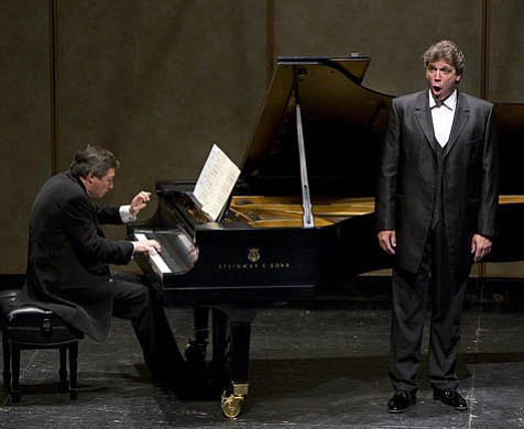 Baritone Thomas Hampson, accompanied by Wolfram Rieger, performed a wide range of German and American songs.