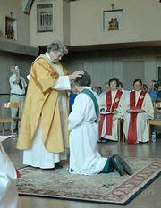 Bishop Patricia Fresen ordains Juanita Cordero a Roman Catholic priest.