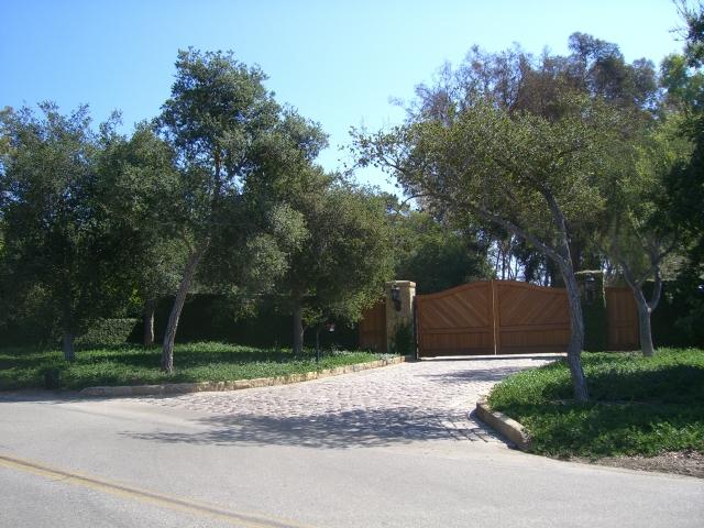 oprah winfrey house santa barbara. Oprah Winfrey#39;s gate, where