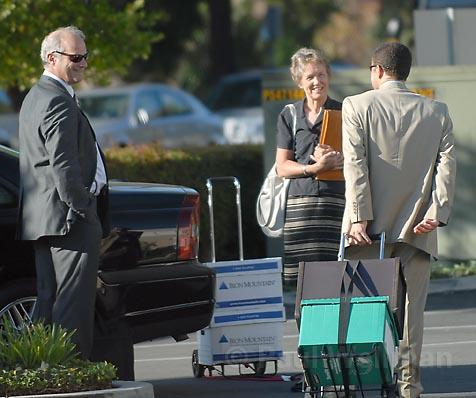 Melinda Burns (center) talks with lawyers Ira Gottlieb (left) and Steve Wyllie (right) before court Tuesday morning.