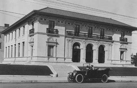 Santa Barbara's old post office, prior to being remodeled as the new Museum of Art.