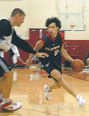 Guard Dan Dickau, who was recently acquired by the L.A. Clippers, is guarded by Paul Davis in Saturday's scrimmage at Santa Barbara City College.