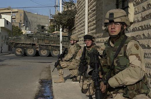 Robert Ayres (center) on duty in Iraq