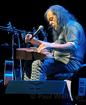 Guitar guru David Lindley played to a packed crowd of folk fans on Saturday night at the Lobero.