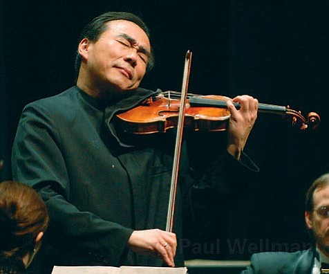 Cho-Liang Lin conducted Mozart's <em>Concerto for Violin and Orchestra No. 4 in D Major</em> with his violin.