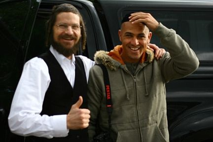 Rabbi Yom Tov Glaser and Kelly Slater hanging out in the Rincon parking lot.