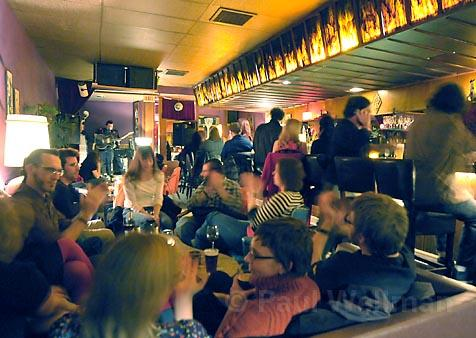 """Goleta's Mercury Lounge provides a warm, cozy, and decidedly kitschy venue for Santa Barbara musicians, thanks in part to its new """"Thursday Night Live"""" concert series."""